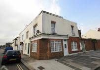 Flat to rent in Shacklegate Lane...