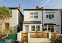 4 bed house in Railway Road, Teddington