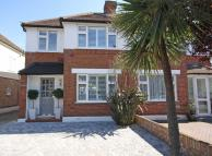 3 bed property in Sussex Avenue, Isleworth