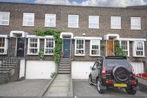 4 bed property in Shaftesbury Way...