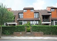 1 bedroom Flat in Strawberry Vale...