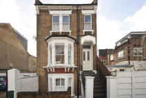 Flat in Saville Road, London