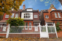 5 bed property in Fairfax Road, London