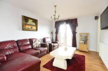 3 bed Flat in Durnsford Road...