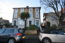 2 bed Flat to rent in Burlington Road, Chiswck...