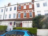 Flat to rent in Ennismore Avenue...