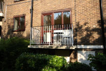 1 bed Flat to rent in Parkside, Acton, London