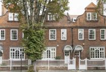 4 bedroom house in Priory Gardens, Chiswick