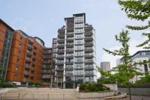 3 bed Flat to rent in Holland Gardens...