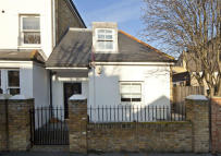 2 bedroom house in Reynolds Road, Chiswick...