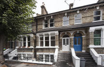 5 bed Flat in Linden Gardens, Chiswick...