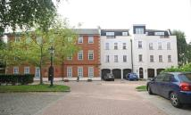 1 bed Flat in Queens Reach...