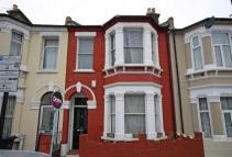 3 bed home in Arlesford Road, Clapham...