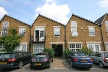 3 bed Flat in Welmar Mews...