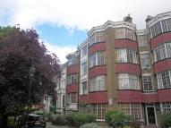 Flat to rent in Kings Avenue...