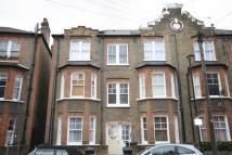 3 bedroom Flat in Cato Road, Clapham North