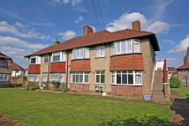 3 bedroom Flat in Carlingford Gardens...