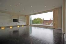 Flat in Grand Drive, Raynes Park