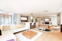 Flat for sale in Palace Street...
