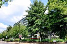 2 bed Flat to rent in Churchill Gardens...