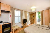 Studio flat to rent in Claverton Street...