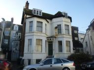 Flat to rent in Eversley Road...