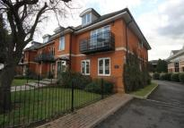 Flat to rent in Abbey Road, Chertsey...