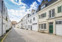 Mews in PETERSHAM PLACE, SW7