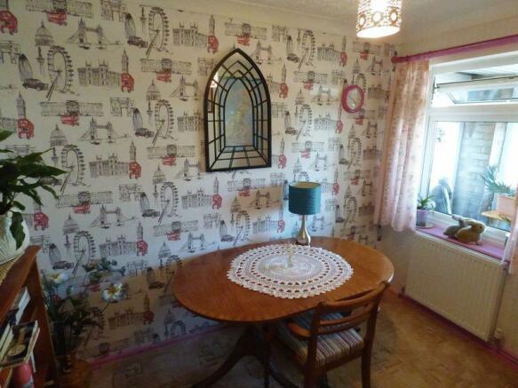 Bedroom 2/dini...