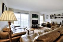 3 bed Flat in Courthouse Road, London...