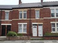 2 bed Flat to rent in ** PRIVATE REAR YARD **...