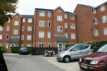 Ground Flat to rent in Bream Close, LONDON
