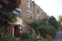 Apartment to rent in Adelina Grove, LONDON