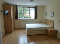 Studio flat in BEECHCROFT AVENUE...