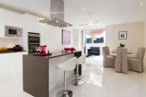 Town House to rent in WENTWORTH ROAD...