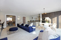 5 bedroom semi detached house in WESSEX GARDENS, London...