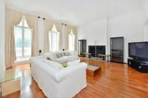 4 bedroom Flat in Hyde Park Square...