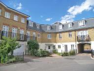 Flat to rent in Elizabeth Gardens...