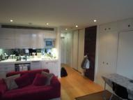 Studio flat to rent in Fairmont Avenue, London...