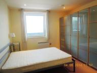 Apartment to rent in PRESTONS ROAD, London...