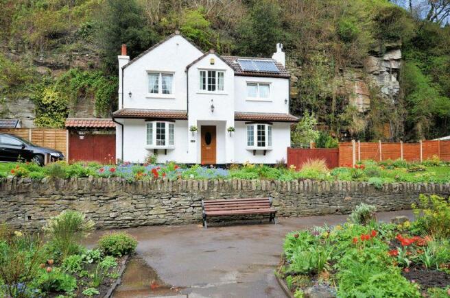 3 Bedroom Detached House For Sale In Stapleton Bristol Bs16