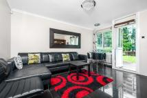 2 bed Apartment to rent in CHURCHILL GARDENS, SW1V