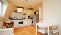 3 bedroom Flat to rent in FALCON ROAD, SW11