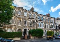 2 bedroom Flat in BEAUCHAMP ROAD, SW11