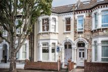 Flat to rent in STORMONT ROAD, SW11