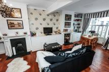 Flat to rent in AMIES STREET, SW11
