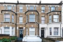 Flat in WANDSWORTH ROAD, SW8