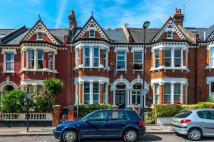Flat in CAUTLEY AVENUE, SW4