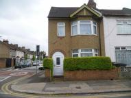 3 bed house to rent in Vansittart Road, London...