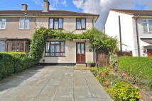 3 bed semi detached house in BROMHEDGE, London, SE9